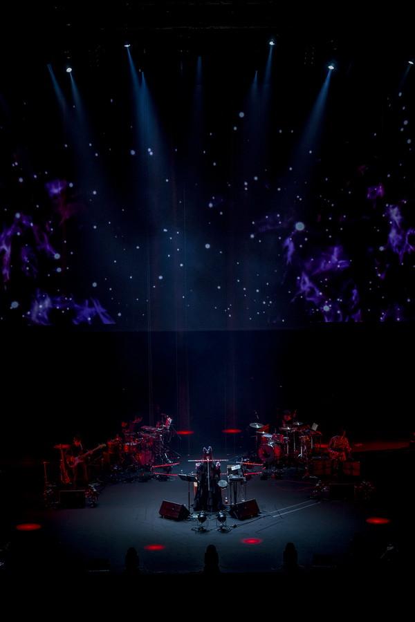相対性理論、日本武道館公演『八角形』の写真を伊勢丹新宿店で展示