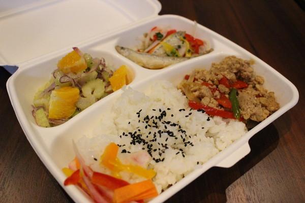 Pヴァインが下北沢に開店したコンビニ&DELI 『nu-STAND』に行ってみた―OTOTOY実食レポ