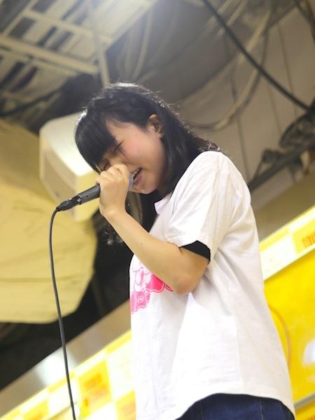 里咲りさ、鈴木Daichi秀行の参加は「死ぬほどうれしかった」 七夕の夜に新アルバム詳細を生発表――ライヴ・レポート