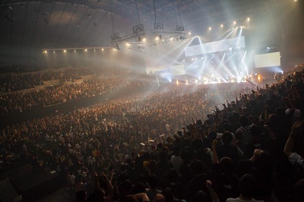 【レポート】BiSH、スタッフ&清掃員と最高の愛の邂逅ーー約7,000人集結の幕張メッセ・ワンマン