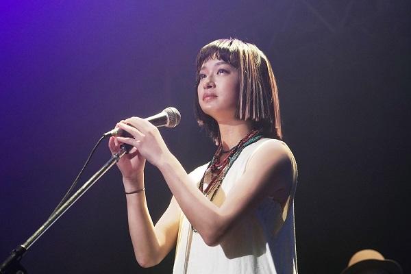 山下達郎、新曲「REBORN」門脇麦が出演のMVを公開