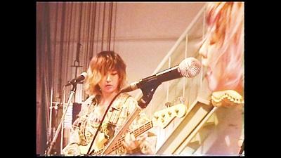 """yonige、新曲MVは""""ワンルーム""""で奔放に!"""