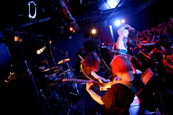 tricot、11月のZepp Divercityワンマンで新曲を無料配布