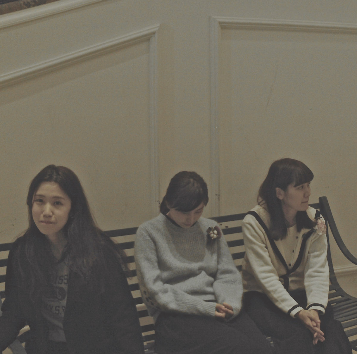 女の子3人組スリーピース・バンド、SaToAが待望の全国流通1stミニ・アルバムをリリース