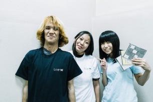 """ネット騒然の""""すごいバンド""""LOOP H☆Rが〈フェスボルタ〉に降臨!熱狂のステージで""""エアギタリスト""""里咲りさとコラボも――ライヴ・レポート"""