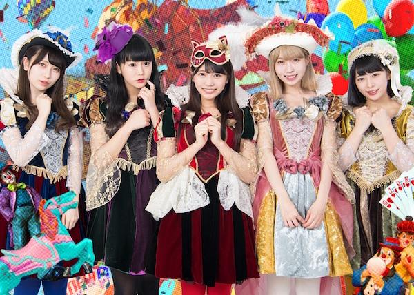 "Maneki Kecha,同时发行第一张专辑""Kimi Mizurai""和单曲"