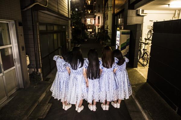 ・・・・・・・・・、1stアルバム『 』から「きみにおちるよる」MV本日公開