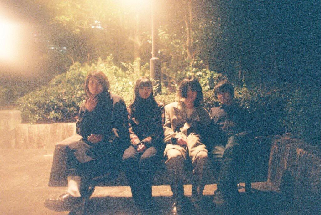 男女四人組ガレージ・ロック・バンド、No Busesが初のシングルをリリース、初MVも公開!