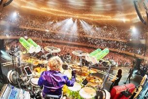LUNA SEA、29歳誕生日に日本武道館でツアー最終公演 1年越しに届けた『LUV』と充実したバンドの今——ライヴ・レポート