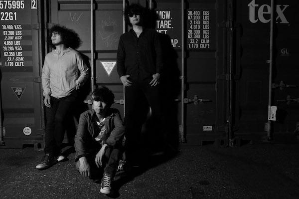 町田直隆、小寺良太(ex.椿屋四重奏)、海北大輔(LOST IN TIME)によるバンド、moke(s)が2曲で1つの作品となるMVを公開