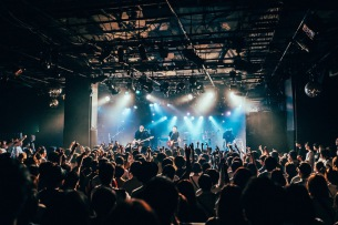 2(ツー)、秋の東・名・阪 CLUB QUATTRO 2マン・ツアーで、キュウソ、SIX LOUNGE、カネコアヤノと共演