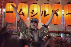 中野駅前大盆踊り大会、まさかのDJ KOO降臨! 「EZ BON DANCE」「BON MEETS GIRL」でみんなを笑顔に