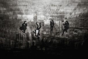"THE NOVEMBERS、""特別な一夜""となった1年前の教会コンサート〈ROSES〉をCD & DVDでリリース"