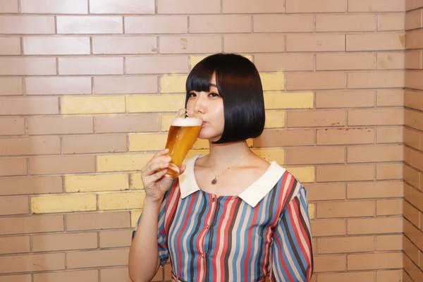 """""""ロケで会えたら一緒に飲みましょう!"""" 夢眠ねむ 初の単独冠番組「夢眠ねむのまどろみのれん酒」10月スタート ―OTOTOYイベントレポ"""