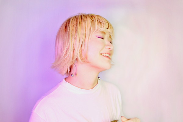 UKO、モデル高瀬真奈とコラボ、1stミニアルバムより「one love」MV公開 リリパ豪華ゲストも発表