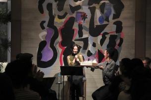 原田知世、ニュー・アルバム『L'Heure Bleue』の発売記念イベントを開催、満員の観客が原田のバースデイを祝う