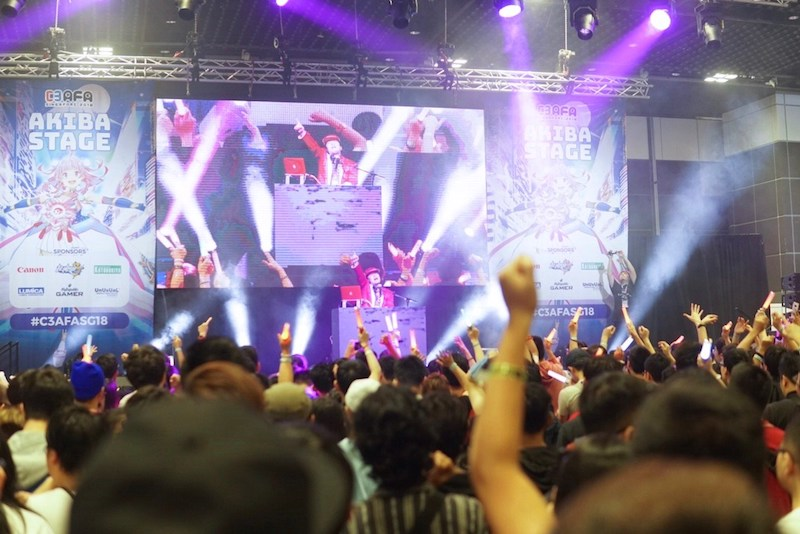DJシーザー、『週刊少年ジャンプ50th Anniversary BEST ANIME MIX』プレイでシンガポールが大熱狂