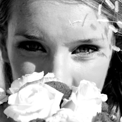 ボカロと著作権フリー写真素材で作られた架空のアイドルEma Graceの1st EP『FAKE』2月1日リリース