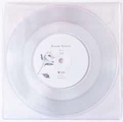 Nozomi Nobody、昨年リリースしたデジタル・シングル「生活」「ホタル」を書き下ろしエッセイ付属の7インチでリリース