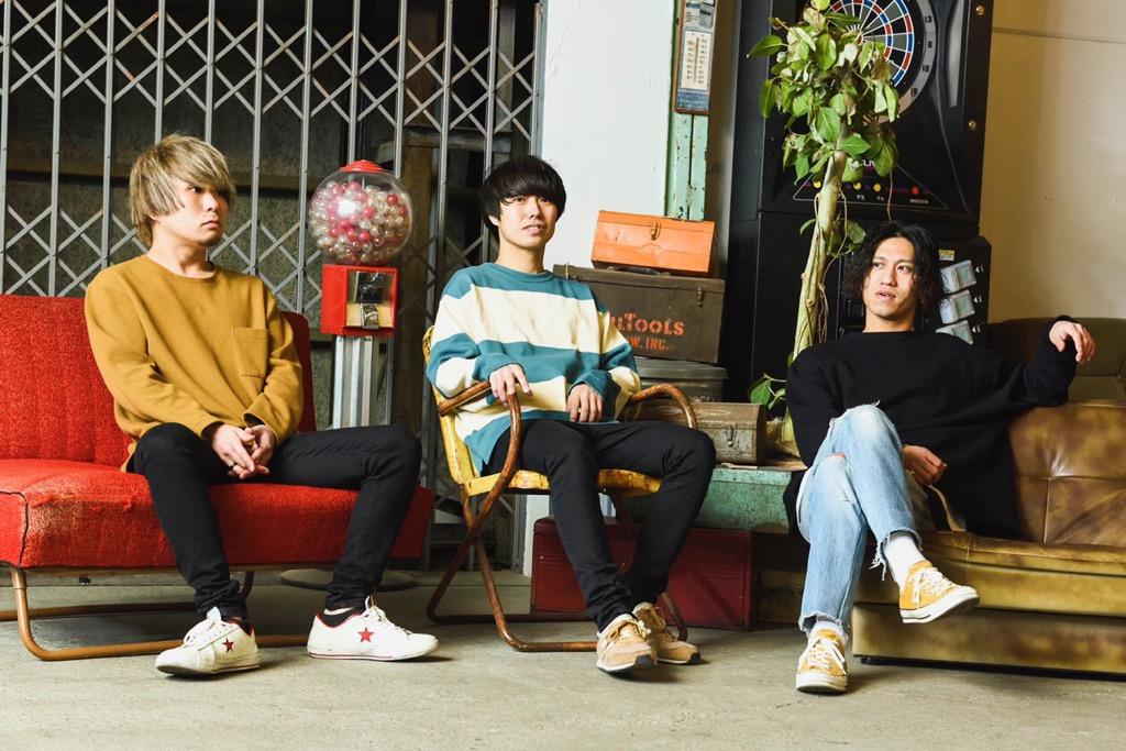 3ピースロックバンド、Cloque. 4/17ミニ・アルバム『トワイライト』にて メジャーデビュー決定