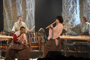和楽器ユニットAUN J クラシック・オーケストラ、満員の三越劇場で新たな挑戦を発表ーオフィシャル・ライヴレポ