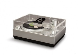 ミニ・レコード「RSD3 DISC」とRSD3 DISC専用ターンテーブルをセットにした「TRASH UP!!(SAKA-SAMA)特別仕様モデル」発売決定