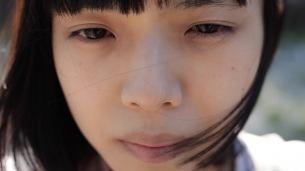 カネコアヤノ、新曲「愛のままを」弾き語る姿をワンカットで撮影したMV公開