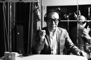 「YMO40」オフィシャル・サイトで小林克也がスネークマンショーと『増殖』を語る
