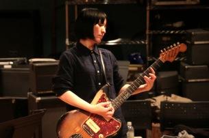田渕ひさ子、電子書籍『成るなら鳴らねば』発売 中尾憲太郎を迎えてトーク・イベント開催