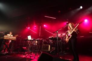 Buffalo Daughter、ゲストに中村達也、小山田圭吾、菊地成孔らを迎えたツアー初日ライブレポート