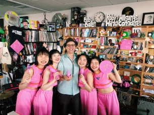 "CHAI、念願の""NPR Music Tiny Desk Concert""に出演決定"