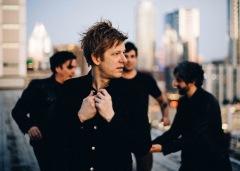 スプーンが米人気番組でライヴ演奏を披露、ベストアルバム明日発売