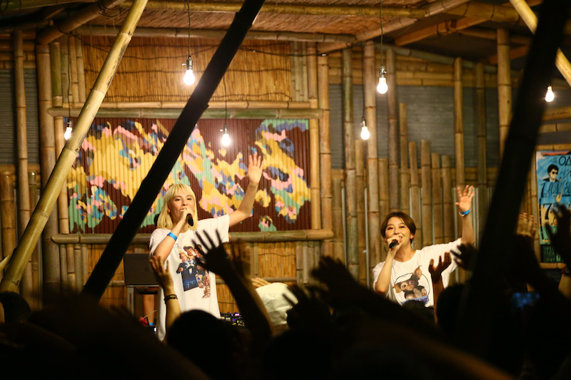 chelmicoが海の家でフリーライヴを開催、ツアー追加公演発表