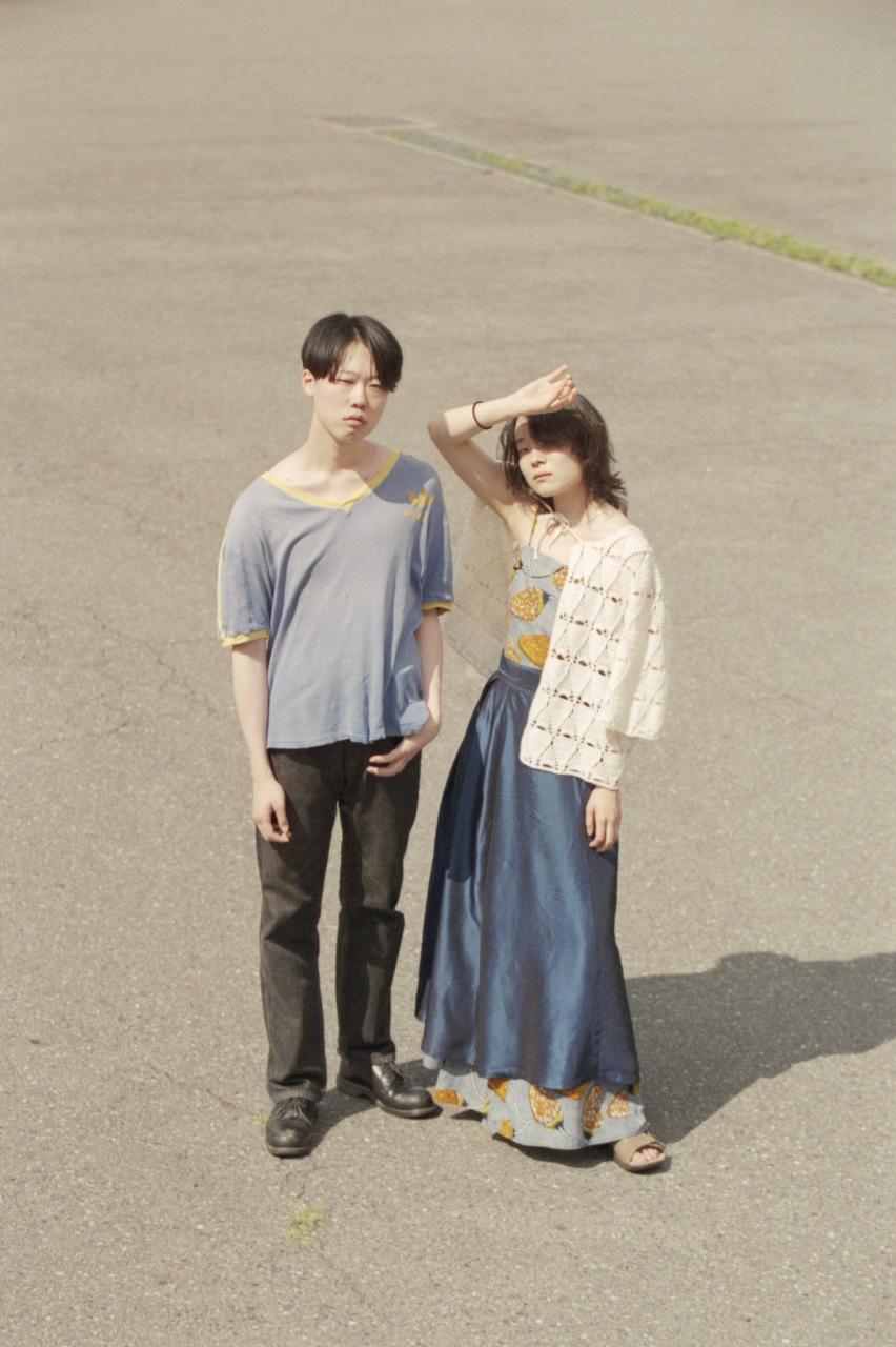 オルタナ・ポップ・デュオ、ジオラマラジオが10月リリースのEPから新曲「honey / なんて傲慢な…!」のMVを公開