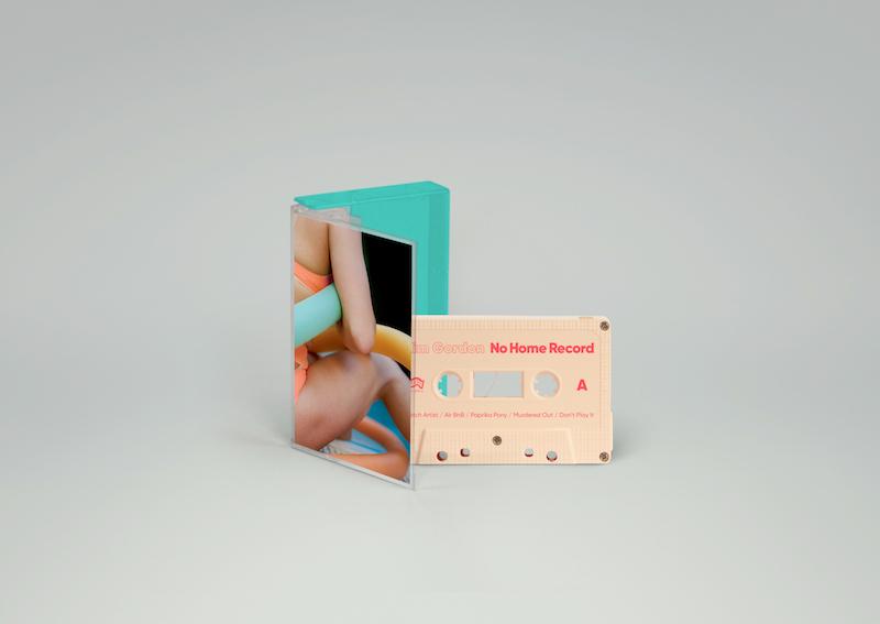 キム・ゴードン、音楽キャリア史上初のソロ・アルバムより新曲「Air BnB」を公開