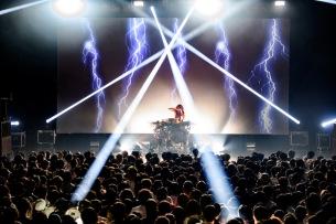 フライング・ロータス来日公演最速ライヴレポート公開
