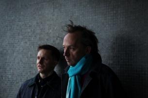 スクエアプッシャーのトム・ジェンキンソンと、オルガン奏者ジェイムズ・マクヴィニーがALの制作背景を語る