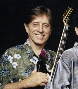 ベンチャーズの元メンバー、ギタリストのジェリー・マギー死去