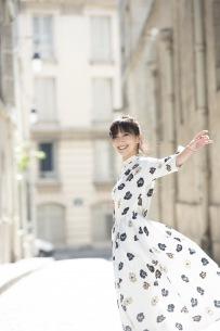 大塚 愛、実演奏の楽譜付きピアノ弾き語りALを来年3月にリリース