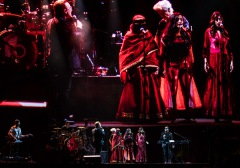 U2〈ヨシュア・トゥリー・ツアー〉が自身初のインド公演で閉幕、全66公演で約300万人を動員