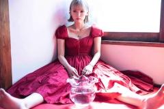 ロイ-RöE-、話題の「ラムのラブソング」カバーを配信 & MV公開