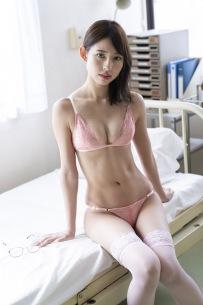 マジパン沖口優奈が保健室の先生に!「大人セクシーな」22歳初グラビアを披露