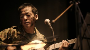 七尾旅人のライヴ映像作品『兵士A』アップリンク・クラウドにて独占配信開始