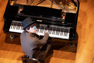 H ZETT Mがソーシャルディスタンスを保ちながら行う〈ピアノ独演会〉、新たに2箇所で開催決定