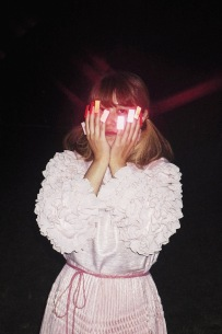 """さとうもか、3rdアルバムのリード曲""""Glints""""MV公開"""