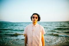 Kazuhiro Besshoがソロ名義を改め「パジャマで海なんかいかない」としてデジタル・シングル「SEASHORE」をリリース