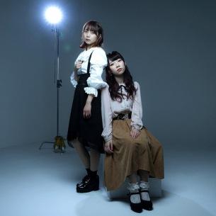 女性2人組アイドルグループ・EMOE、1stアルバム『Negative』9/8発売