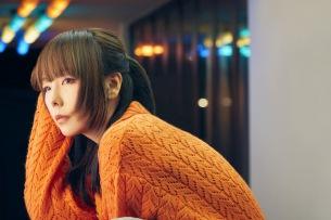 aiko、40枚目シングル「ハニーメモリー」リリース決定 秋の夜に佇む新アー写も公開