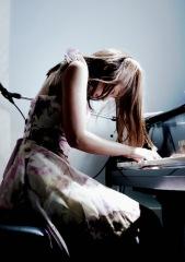 桐原ユリ、新シングル2枚同時に配信スタート!渋谷WWWワンマン&初流通アルバム発売も決定