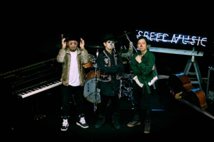 H ZETTRIO、番組発EVENT「Special Speed Music Night with H ZETTRIO」横浜駅に巨大ポスター出現